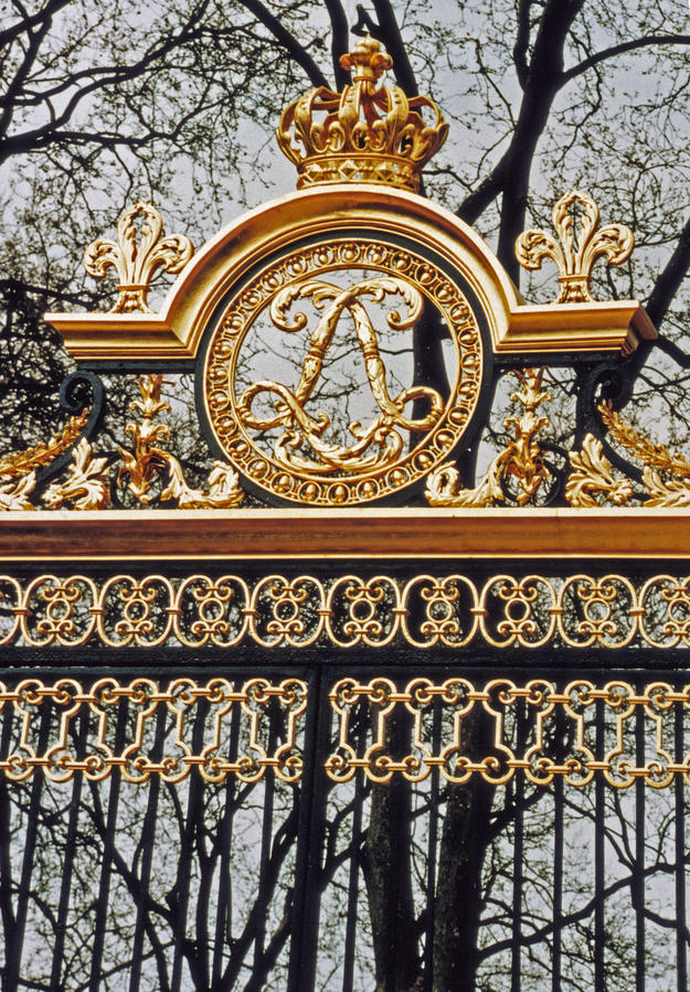 A gate, known as the Grille du Roi, provided private entrance for the king to the potager, 1998