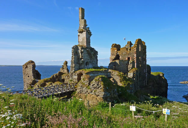 The castle's ruined elements, 2011