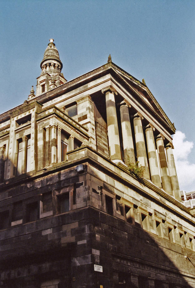 Six fluted Ionic columns support a pediment across the front façade, 2003