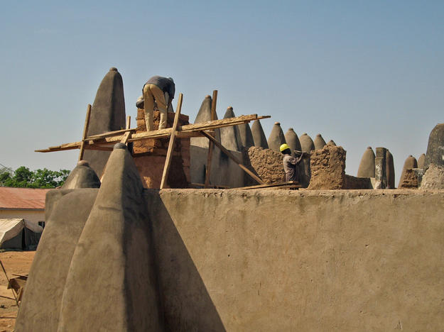 Conservators work to preserve traditional Sudanese mud-brick architecture, 2010
