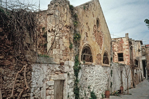 Façade before conservation showing the poor state of the original stucco finishes, 1996