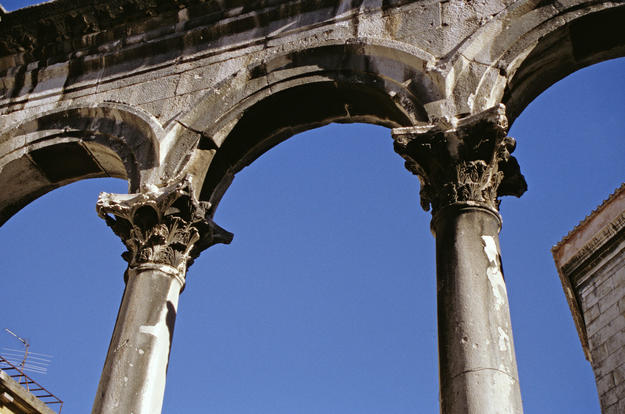 Arch of the Peristyle, East Colonnade, 2000