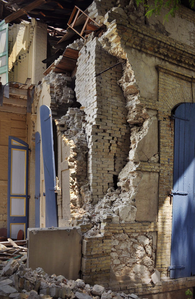 Damage to a two-story masonry house at 46 Avenue Christophe, 2010