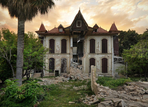 East elevation of the Villa Castel Fleuri on Avenue Christophe after the earthquake, 2010