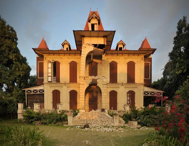 West façade of the Villa Castel Fleuri on Avenue Christophe after the earthquake, 2010