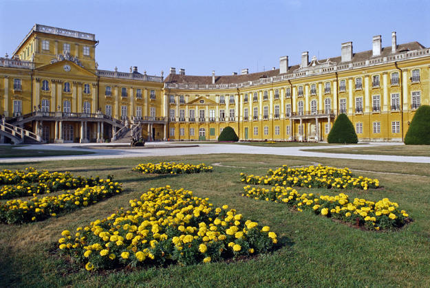 Garden and façade of the castle, 1994