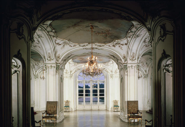 Sala terrena with ceiling frescos by Mildorfer, 1994