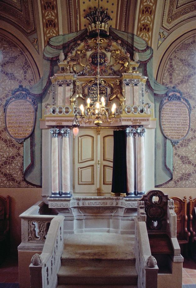 Torah ark, 2004