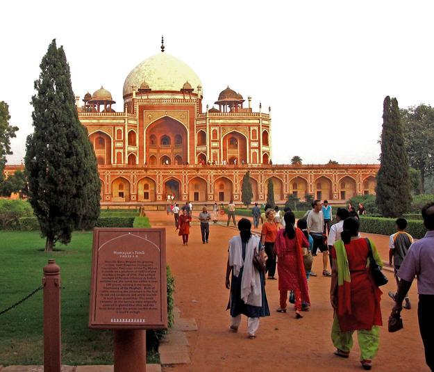 Visitors explore Humayun's Tomb, 2007
