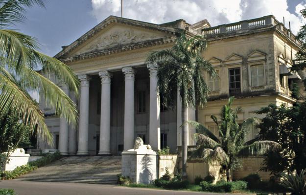 Front façade and portico, 2002