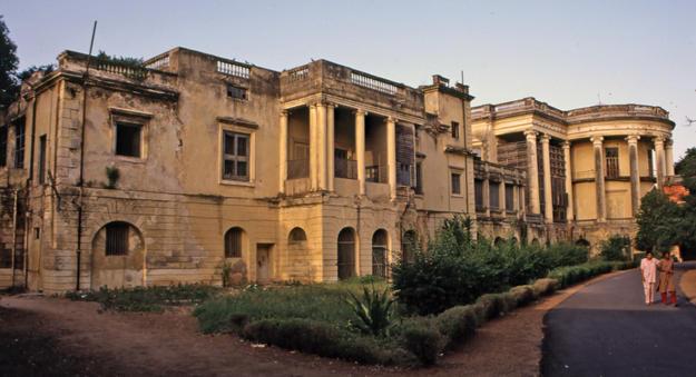 Damaged rear façade, 2002