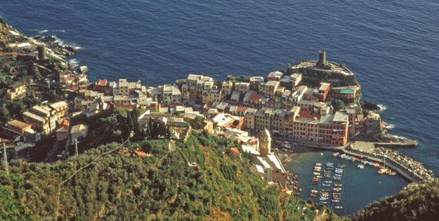 Aerial view of the town, 1999