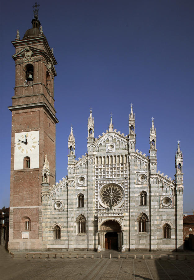 Façade of the Duomo with its rose window, 2009