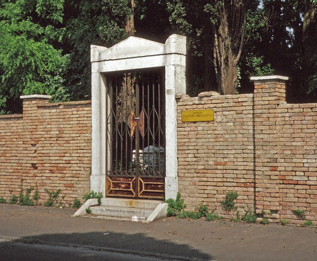 Entrance to the cemetery, 1990