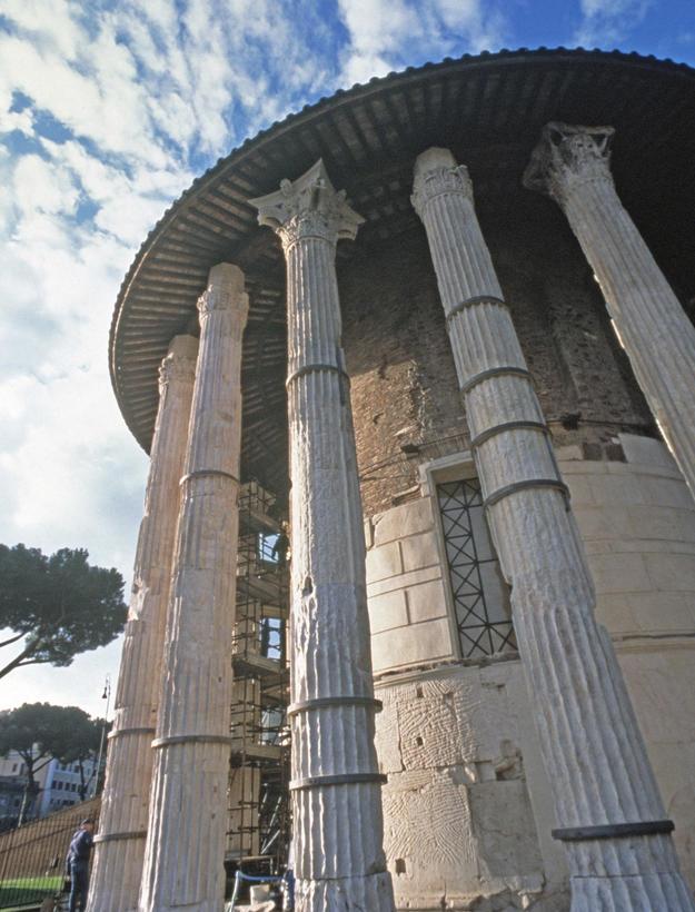 Corinthian columns after conservation, 1999