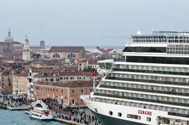 Cruise tourism has negatively impacted the Giudecca Canal , 2010