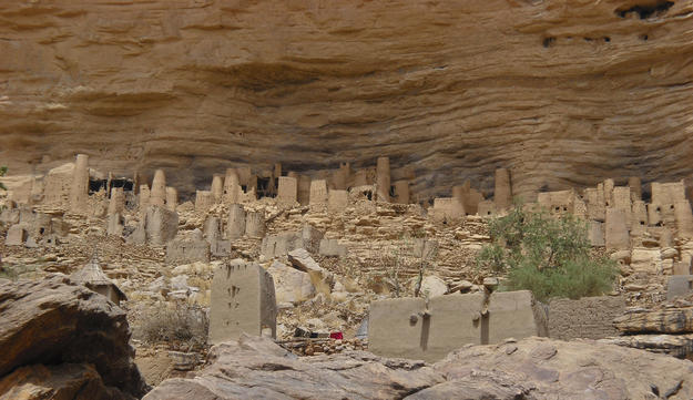 Earth-brick dwellings in front of the cliff, 2009