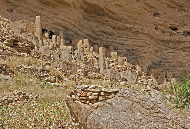 Traditional earthen buildings of the Dogon along the cliff, 2012