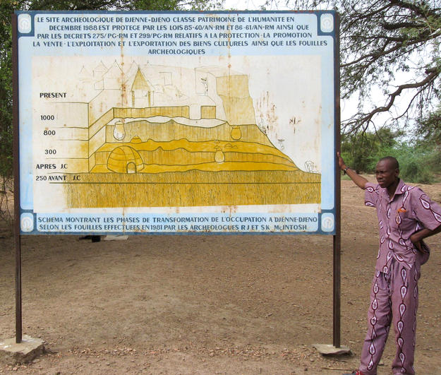 Introductory panel that displays the phases of Djenné-Djeno inhabitation, 2009