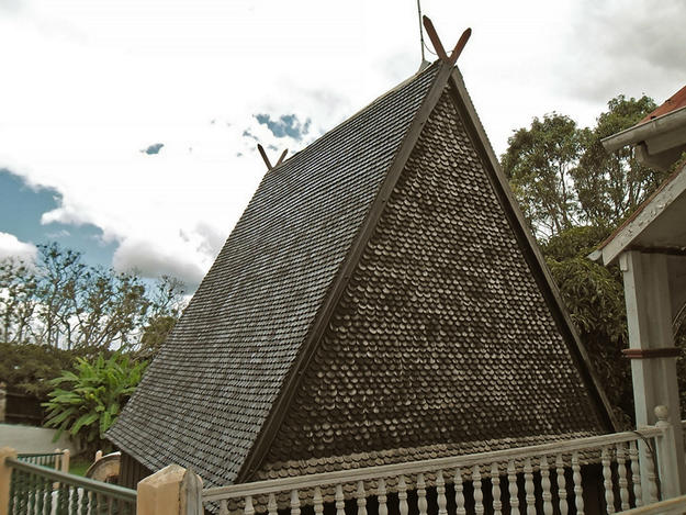 Mahandrihono palace roof after conservation, 2013