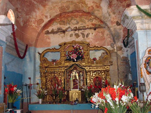 View of the apse, back wall and the main altarpiece of the temple., December 2005