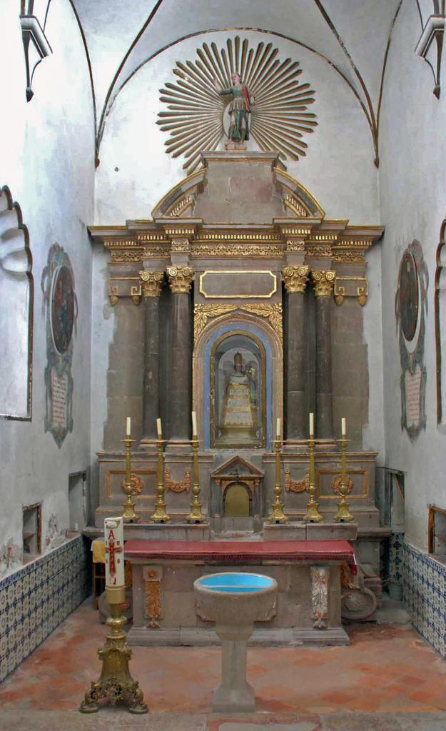 Camerin de la Virgen de Loreto altar before conservation, 2009