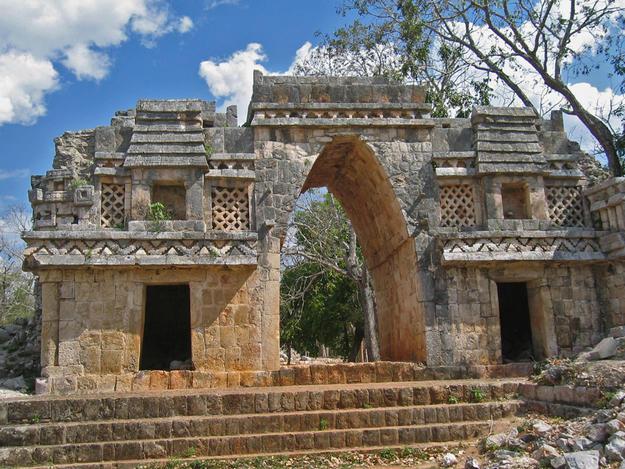 The Gateway Arch at Labná, 2004
