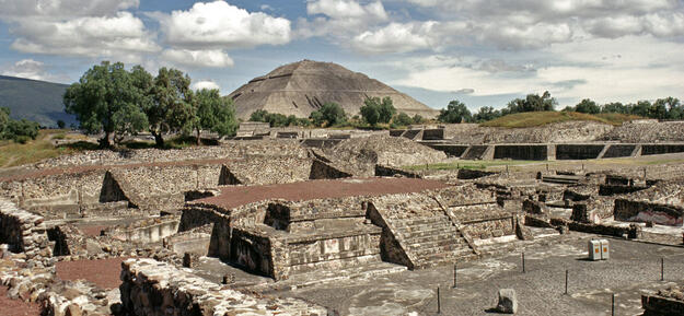 Overall view of the impressive ruins, 1998