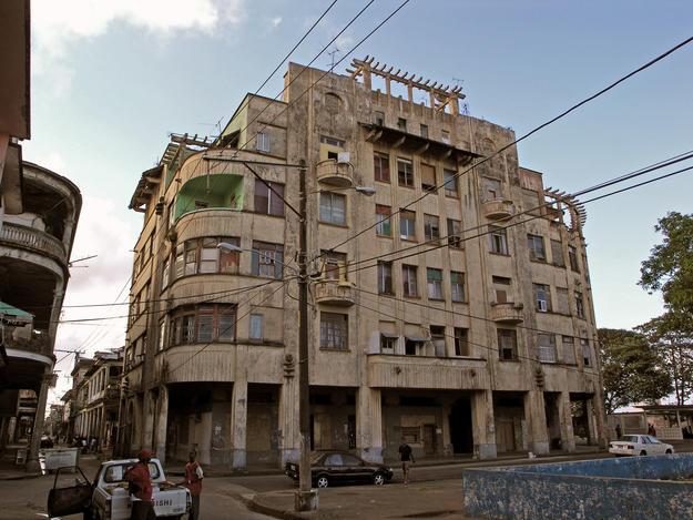 The art deco Arboix Apartment House, 2005