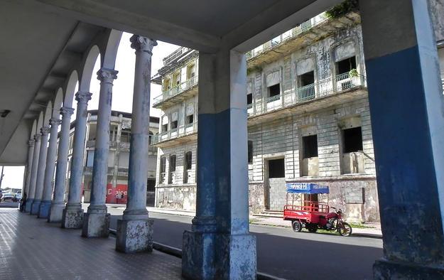 Pedestrian gallery with Palacio de la Gobernación in the background, 2011