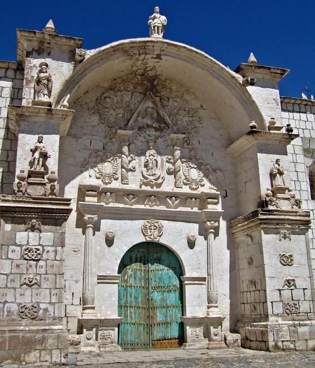 Façade of Yanque , 2007