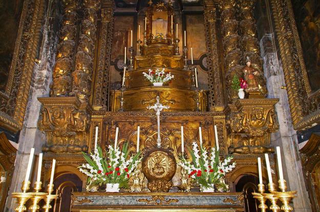 The eighteenth-century gilded High Altar of the Church of  São Cristóvão, 2011