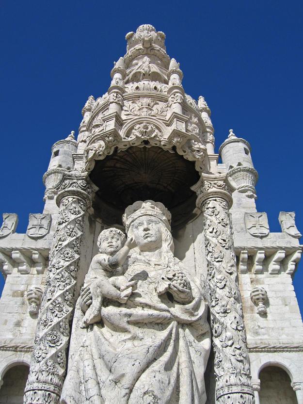 Façade detail of Jesus and Mary, 2006