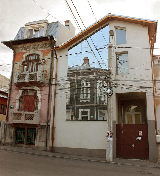 An example of new construction that clashes against the historic character of this small street near the city center, 2011