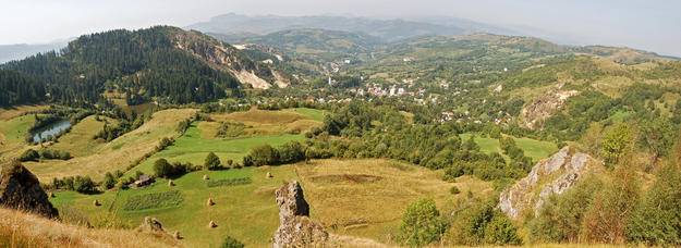 An overall view of the landscape and the town of Roșia Montană from a peak to the east, 2009