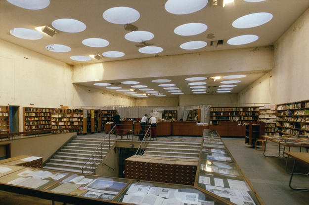 The lending department, 2001 (Photo: The Finnish Committee/Petri Neuvonen)