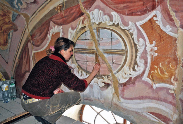 Conservation of the wall paintings in the Lower Church, Chapel 4 , 2009