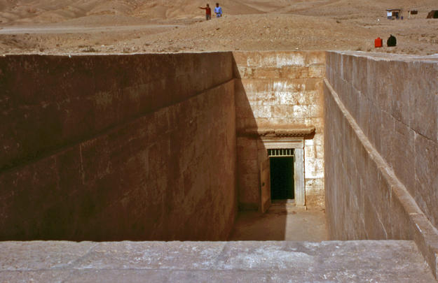 Entrance to the tomb, 2003