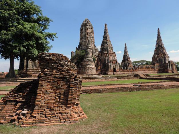 Enclosure corner with Wat Chaiwatthanaram in the background, 2014
