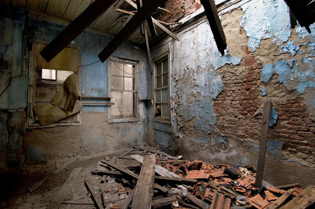 The Beit Hillel Synagogue interior in ruins, 2005