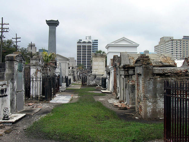 Alley of tombs in the cemetery, March 2009