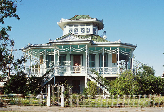 A steamboat house in the Holy Cross Neighborhood of the Ninth Ward, 2005