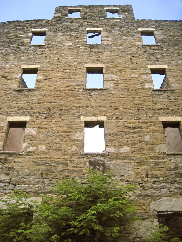 The ruins of the Stone Barn, 2009