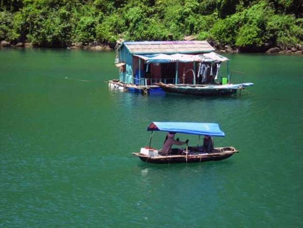 FISHING VILLAGES OF Hạ LONG BAY