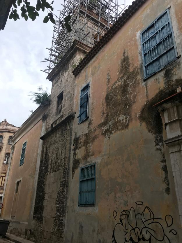 Santa Clara's bell tower facing Calle Sol, 2018