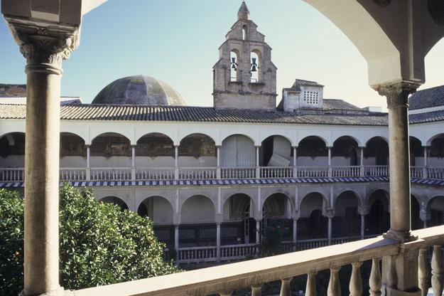 View of the main cloister of the Convent of Santa Inés, 2011