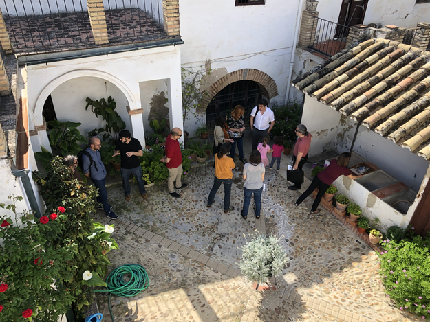 Visitors to the housing cooperative located at 12 Calle Montero, 2018.