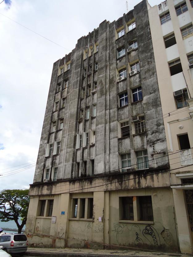 The façade of Palácio dos Esportes before conservation, 2012
