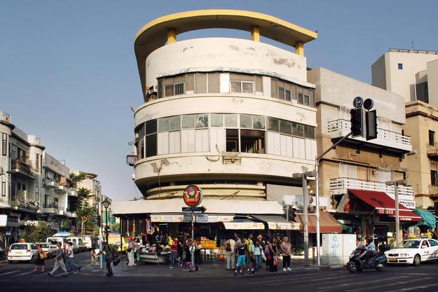 Allenby Street, Tel Avivi, 2006. Photo: ChameleonsEye for Shutterstock