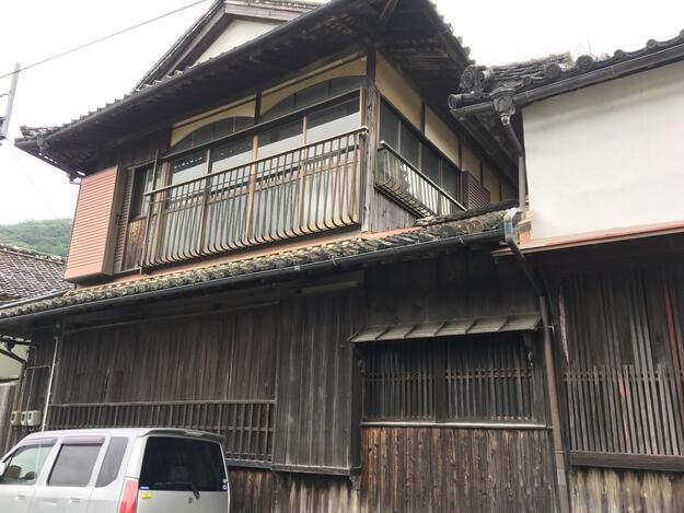 View of the façade of Konishi Honke, or House of Colored Glass, 2019.
